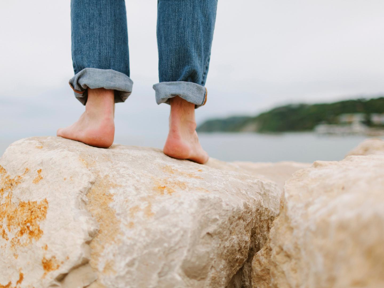 feet-on-rocks
